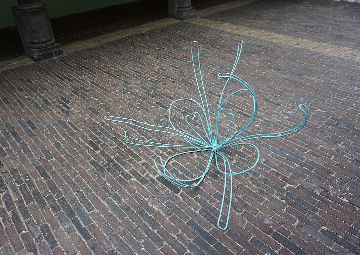 Het Witte Gordijn - De Vishal, Haarlem. First Bloom 2013 metaal poedercoat 120 x 120 x 70 cm