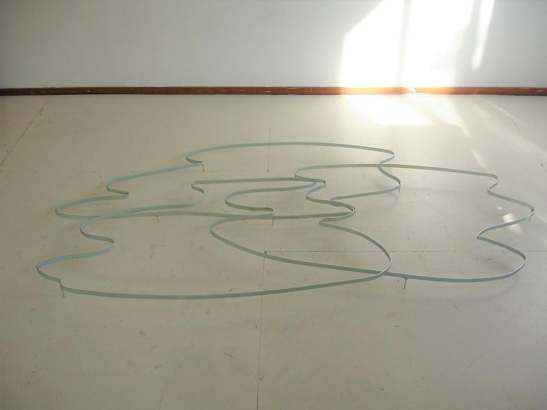 GROENE BLAADJES IN NOVEMBER kunstlijn Haarlem 2014 / gast in mijn atelier Gayane Yerkanyan (Arm) Around the lake 2014 gegalvaniseerd metaal 185 x 98 x 8 cm
